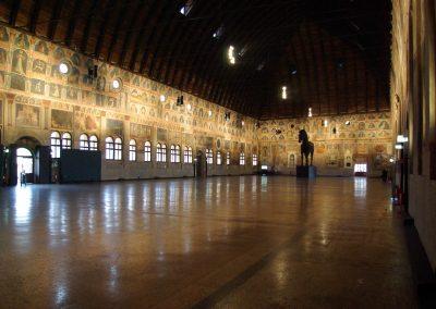 Padova_Palazzo_della_Ragione_BW_3